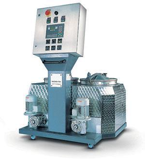 Станция смешения двухкомпонентного бессольвентного клея World Mixer. Отвечает за точность температуры компонентов, правильное их соотношение, своевременность подачи клея
