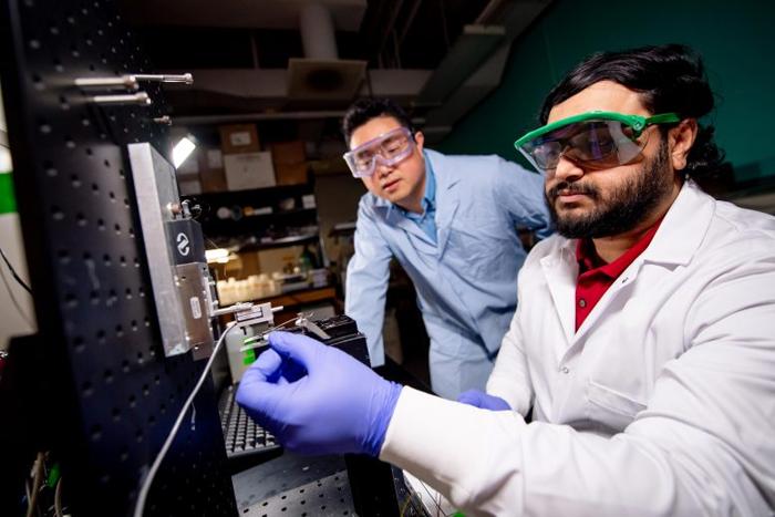 Ученые тестируют подводный смарт клей