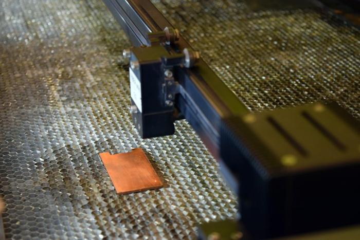 Лазерная обработка превращает металлические поверхности в мгновенных бактериальных убийц